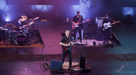 George Ezra, Leeds, First Direct Arena, Jo Forrest, Review