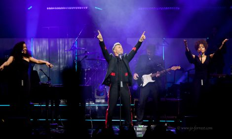 Gary Barlow, Take That, Manchester, O2 Apollo, Jo Forrest, Solo Tour